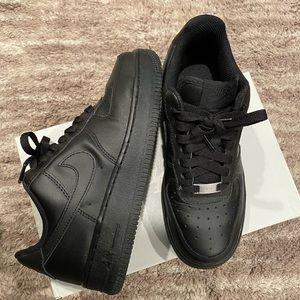 Nike Womens Black Air Force 1 07'